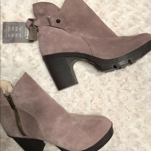 NWT Bearpaw Mauve Suede Booties with Knot in back